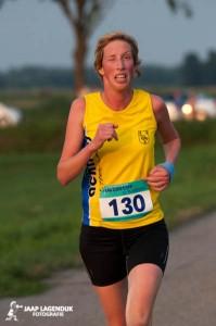 2013-08-20 31e Hoevensepolderloop - Ellen den Arend (130), met knipoog