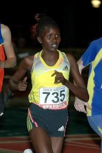 Elizeba Cherono in Utrecht op weg naar een nieuw PR op 3.000 m.