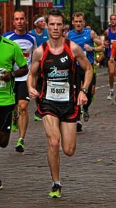 Singelloop Breda 2013: Tim Ernest slalomt tijdens zijn 10 km